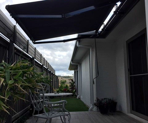 retractable awning folding arm awning courtyard outdoor area small space total shade sun protection uv prevention